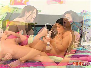 Alexa Pierce and Jenna Jay get down on poon
