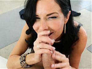 filthy cougar Veronica Avluv takes it in her bootie making her splatter