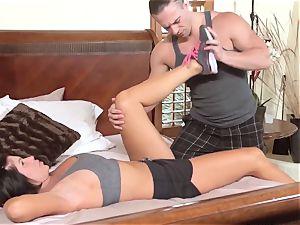 mummy Jodi West pulverizes man