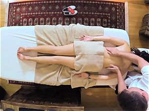 really teenager woman Daisy Haze has sex with the masseur